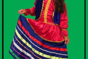یسنا احمدی در لباس محلی